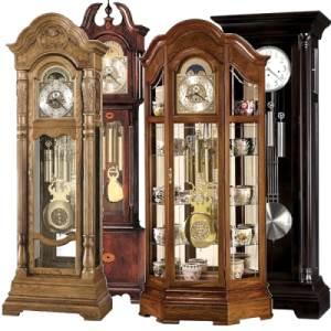 Напольные часы в магазине