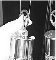 Гири на тросовом механизме напольных часов