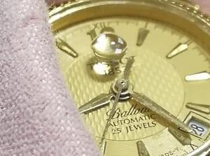 Часы у которых сапфир вместо стекла